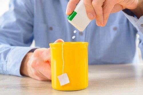 Chá com adoçante