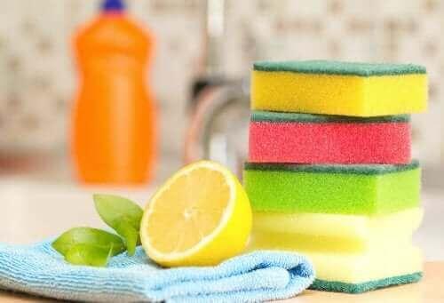 Esponjas e suco de limão