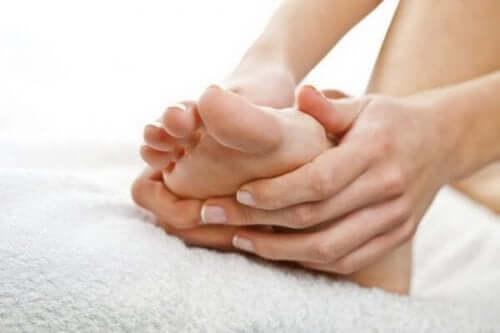 Exercícios para reduzir o inchaço dos pés na gravidez