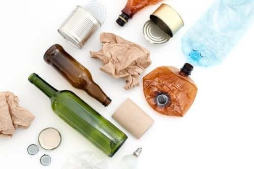 Materiais reutilizáveis que acumulamos em casa