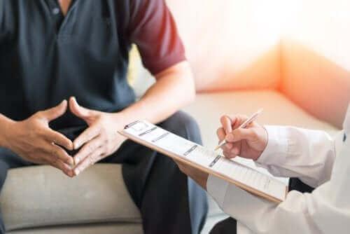 Paciente consultando um urologista