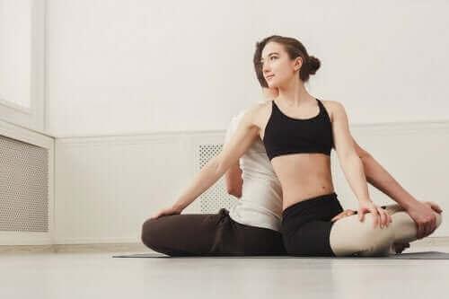 Postura de ioga para casais
