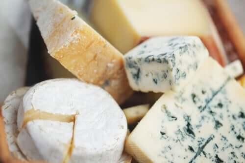 Dicas para cortar queijos variados
