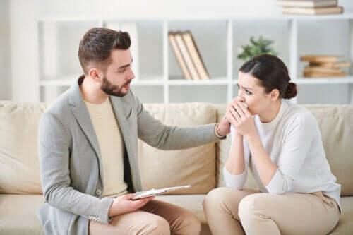 Transtorno de estresse pós-traumático: sintomas, causas e tratamento