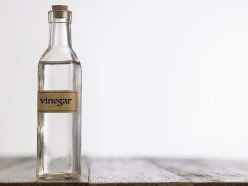 Como usar o vinagre branco na limpeza doméstica