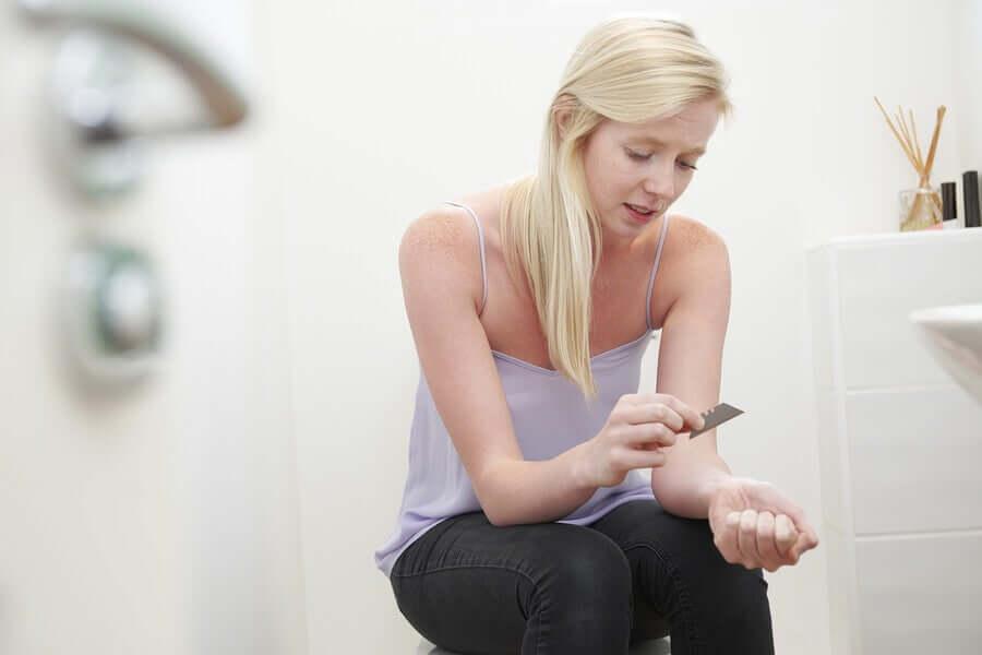 Automutilação em adolescentes: como lidar com essa situação?