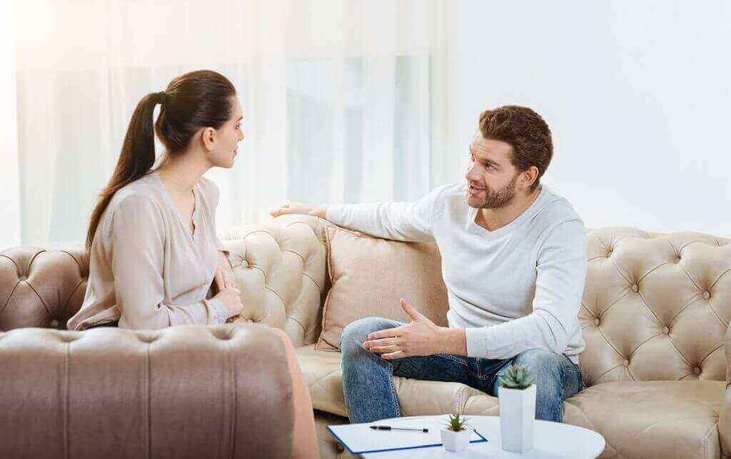 Casal tendo uma conversa importante