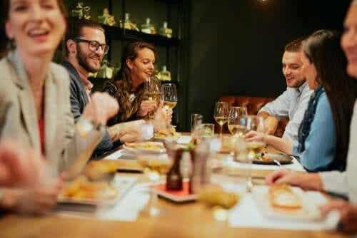 Recomendações para manter uma alimentação saudável ao comer fora