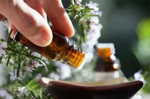 Como controlar a ansiedade usando óleos essenciais