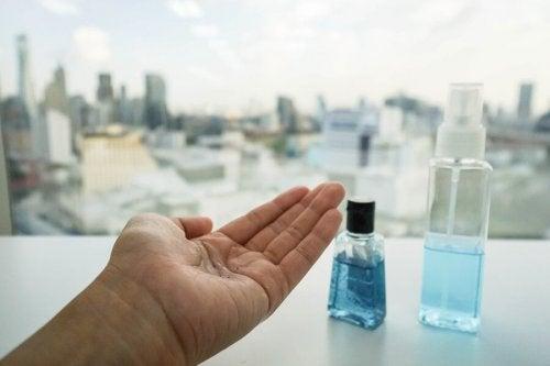 Qual tipo de desinfetante escolher para prevenir infecções virais?