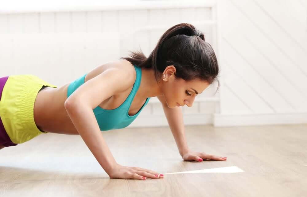 Exercícios para manter a forma sem sair de casa