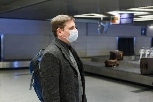 Homem usando máscara contra o coronavírus