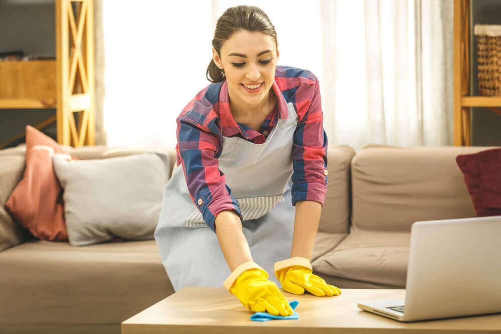 Limpeza de rotina para desinfetar a casa