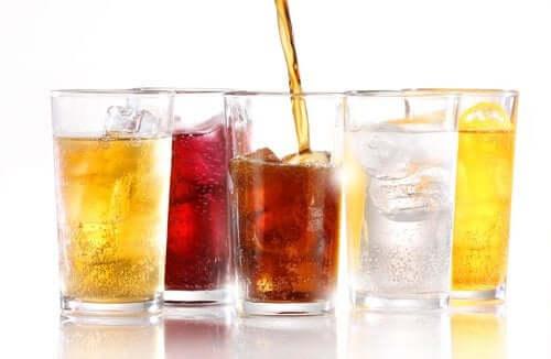 Os refrigerantes sem açúcar engordam?