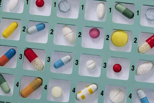 Por que a automedicação com antibióticos é perigosa?