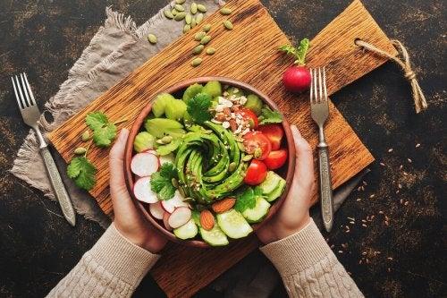 5 saladas com abacate que você vai adorar