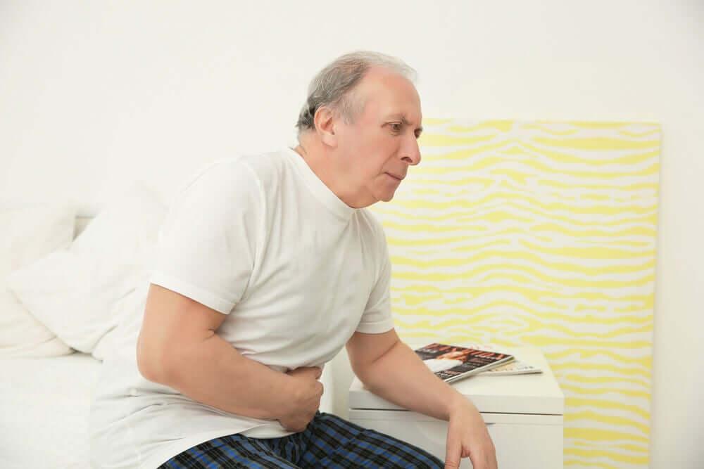 Homem com problemas na próstata