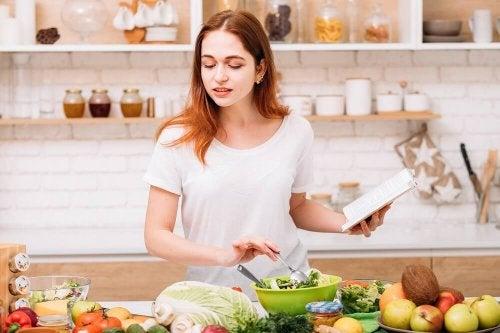 Como deve ser a dieta de quem tem pedras na vesícula
