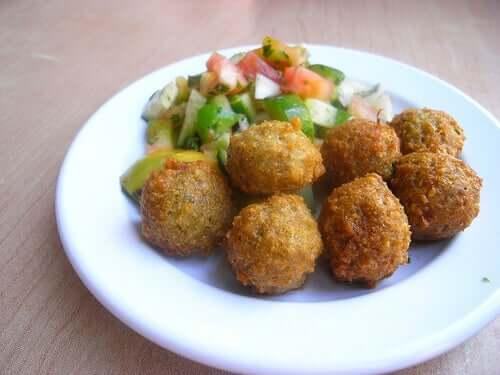Almôndegas de quinoa e grão-de-bico