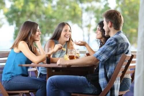 A ajuda dos amigos para superar uma separação
