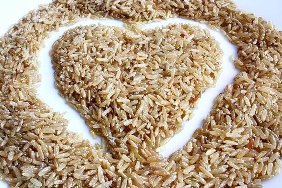 Salada de arroz integral: deliciosa e pouco calórica