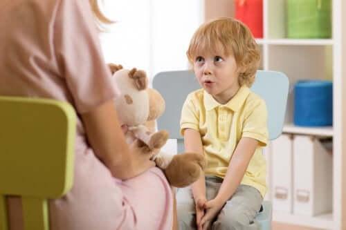 Atraso no desenvolvimento da linguagem: tipos, sintomas e causas