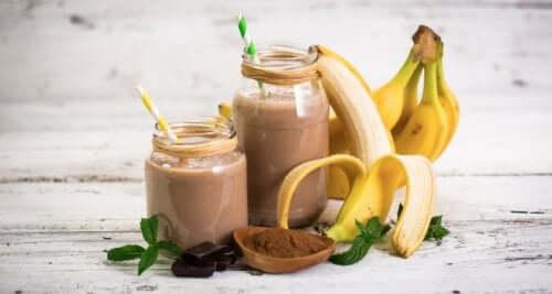 Vitamina de aveia, banana e cacau