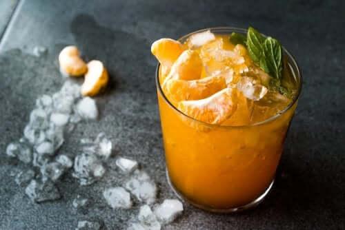 Smoothie cítrico com tangerina e cúrcuma