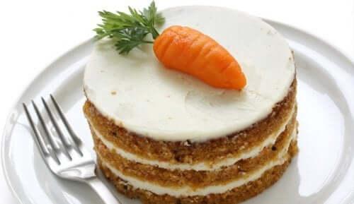Maneiras fáceis de fazer bolo de cenoura