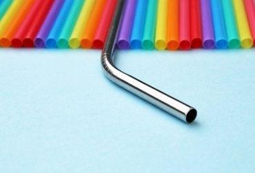 Canudos de metal: uma alternativa para reduzir o uso de plástico