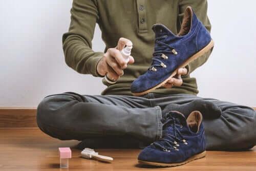 Limpar a sujeira dos sapatos