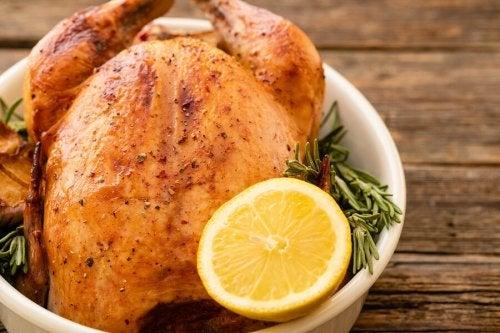 3 receitas deliciosas de frango com frutas cítricas