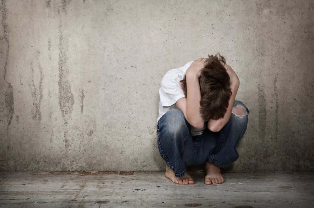 Criança com esquizofrenia