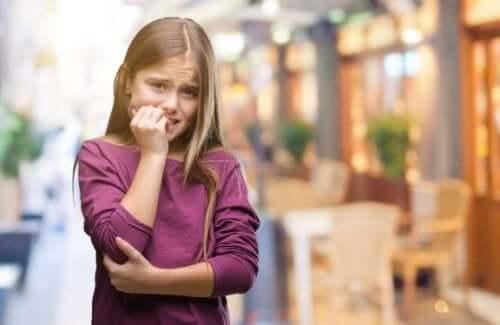 Criança com ansiedade e angústia
