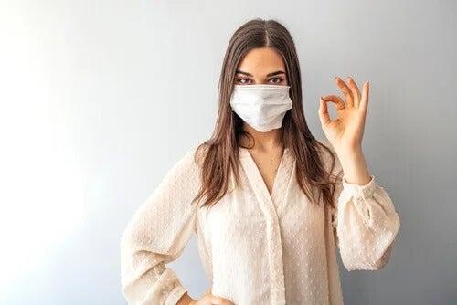 Todo mundo deve usar máscaras durante a pandemia do coronavírus?