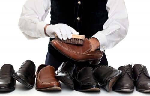Limpar sapatos de camurça