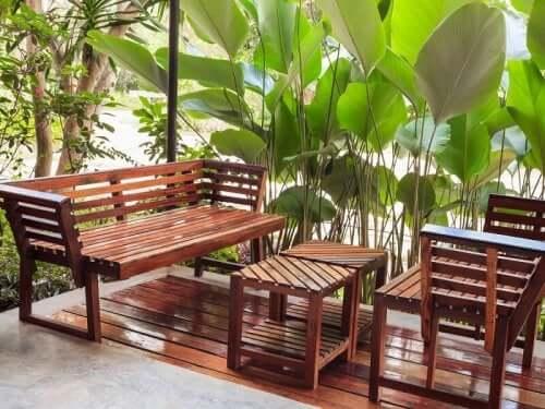 A madeira, a rainha da decoração para espaços ao ar livre