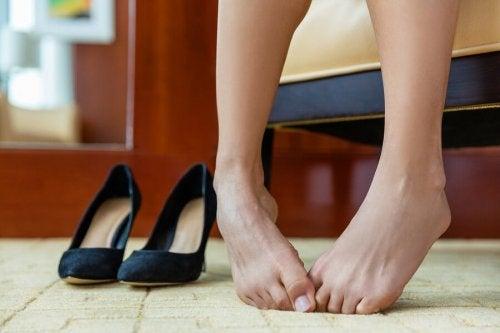 Como eliminar o mau cheiro dos pés?