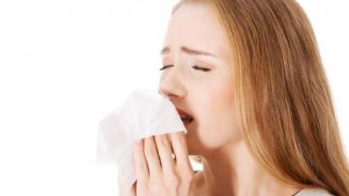 Os espirros podem contagiar várias pessoas