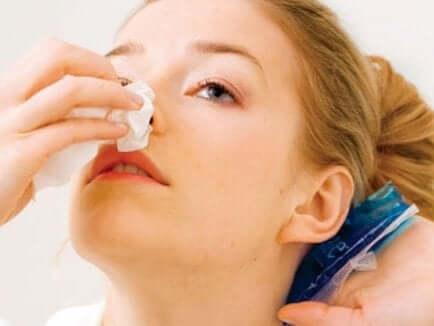 O que fazer se houver sangramento nasal?