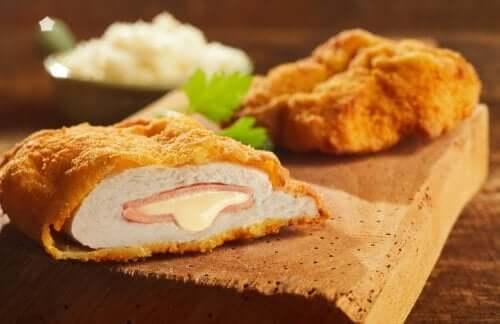 Peito de frango à milanesa recheado