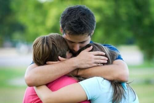 Como ensinar seus filhos a pedir perdão
