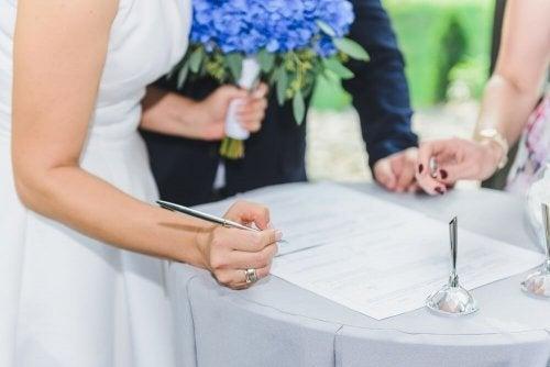 Quais são as vantagens e desvantagens do casamento civil?