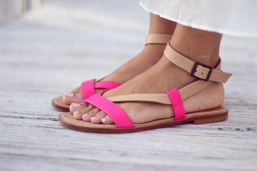 Sandálias abertas