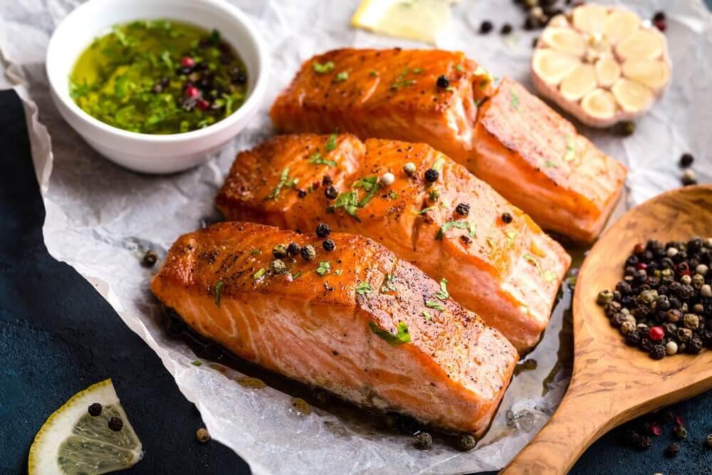Benefícios de consumir salmão