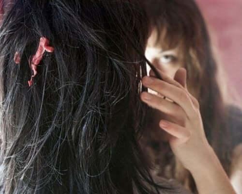 Como remover chiclete grudado no cabelo