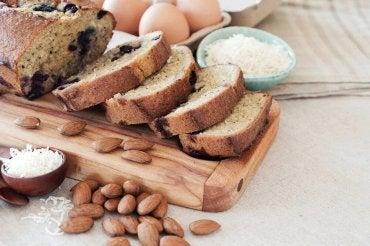 Como fazer um delicioso pão de coco e amêndoas