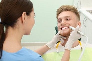 4 dicas para remover o tártaro dos dentes