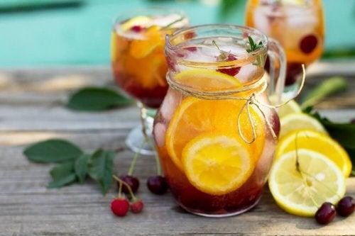 4 coquetéis de frutas sem álcool que você vai adorar