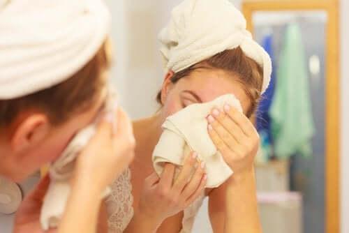 Removedor de maquiagem natural para o rosto